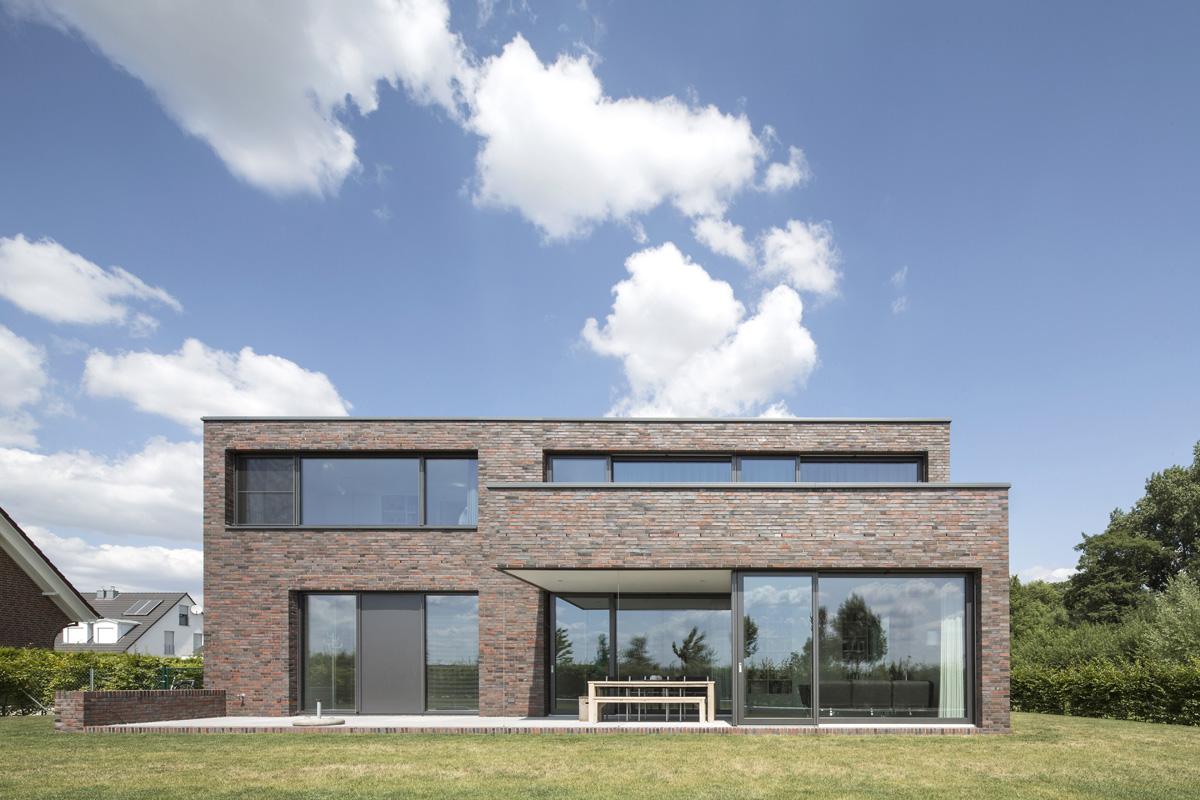 wohnhaus wunstorf peter bastian architekten bda. Black Bedroom Furniture Sets. Home Design Ideas